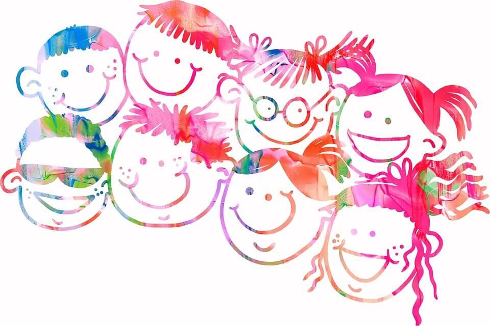 8人の子供たちの顔の水彩画